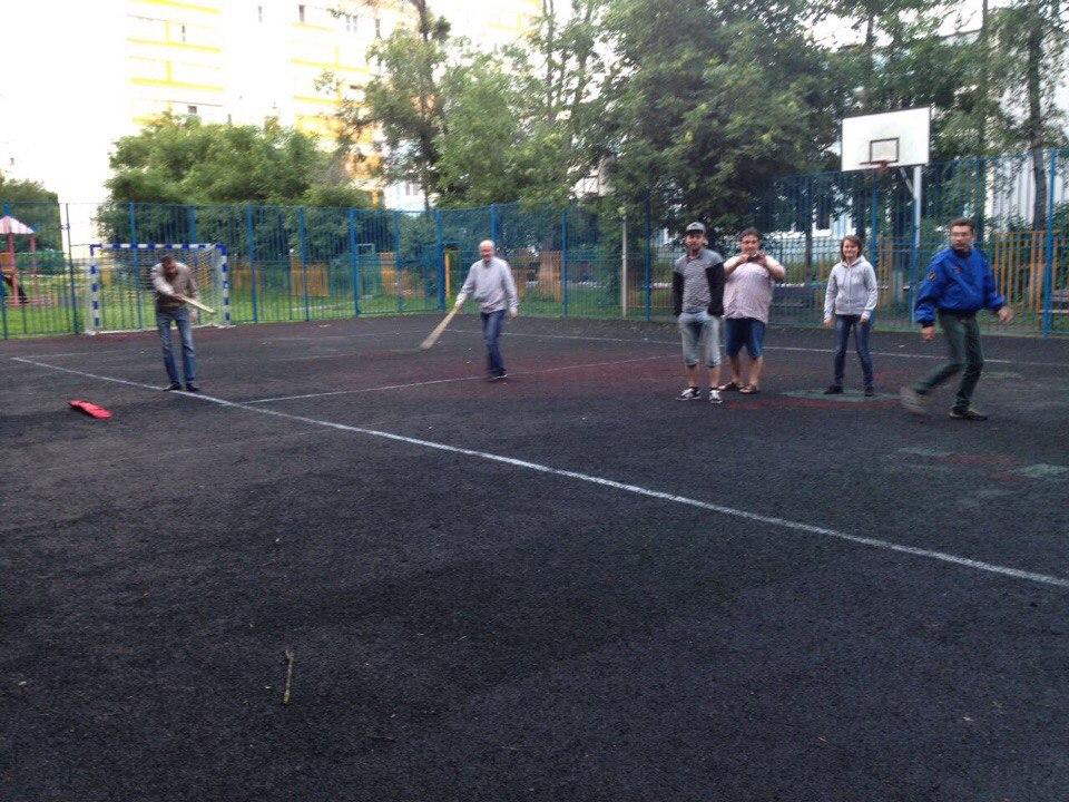Соревнования по городошному спорту среди жителей.